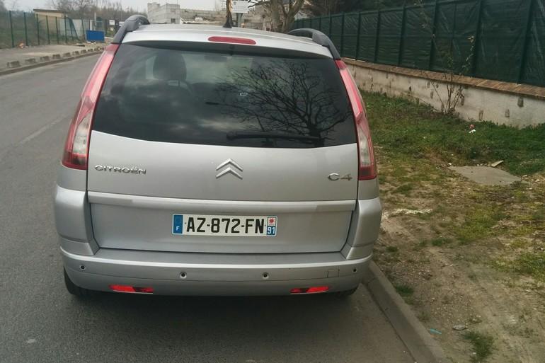 Location économique de voiture de Citroen C4 Grand Picasso avec Entrée AUX/MP3 proche de 75013 Ivry-sur-Seine.