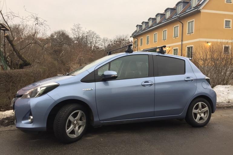 Billig biluthyrning av Toyota Yaris med Bluetooth i närheten av 123 48 Stockholm.