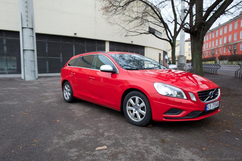 Billig leie av Volvo V60 med fet lyd med Aircondition nærheten av 0186 Oslo.