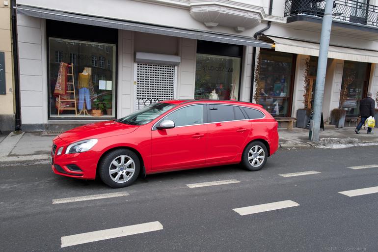 Billig leie av Volvo V60 med fet lyd med Skinnseter nærheten av 0186 Oslo.