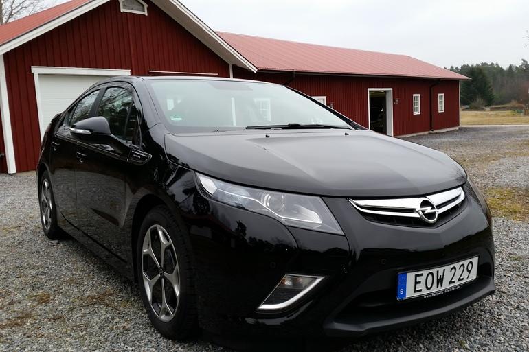 Billig biluthyrning av Opel Ampera med AUX/MP3-ingång i närheten av 411 04 Göteborg.