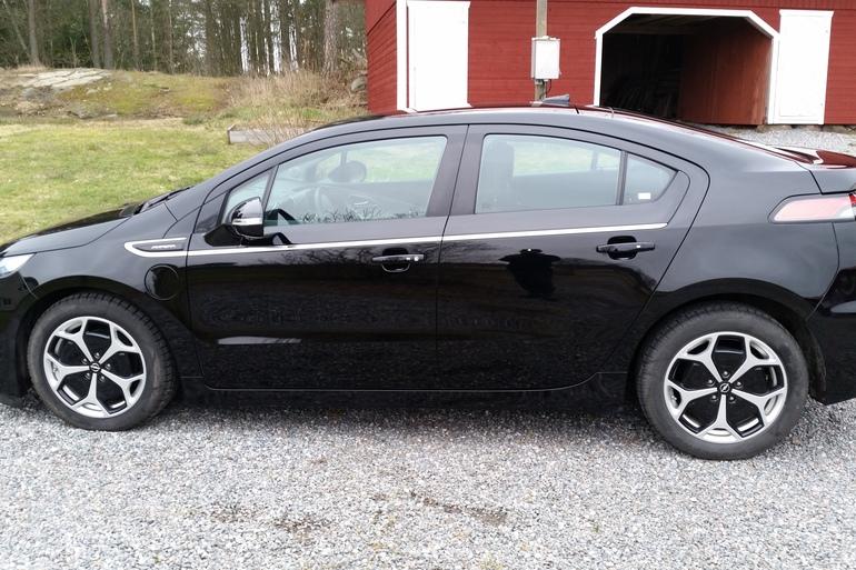 Billig biluthyrning av Opel Ampera med Bluetooth i närheten av 411 04 Göteborg.