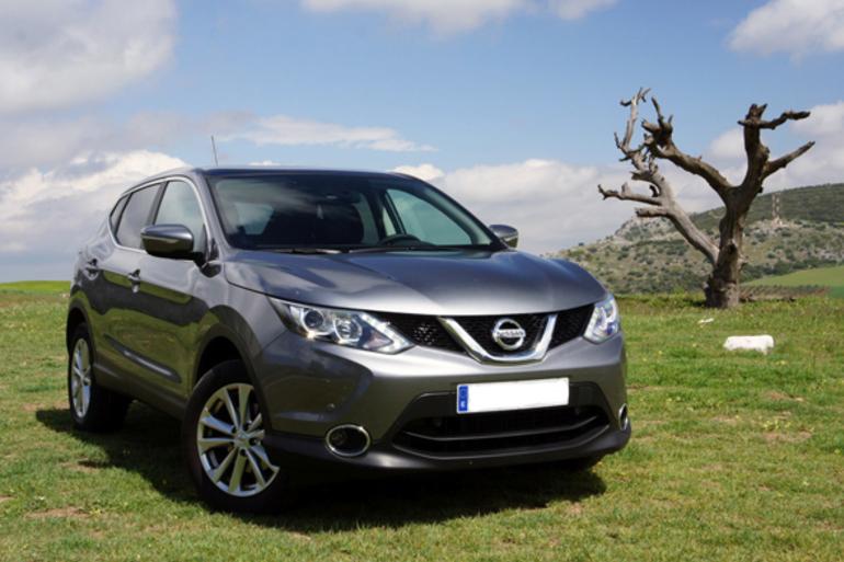 Alquiler barato de Nissan Qashqai 1.5dci Acenta 4x2 con equipamiento GPS cerca de 08023 Barcelona.