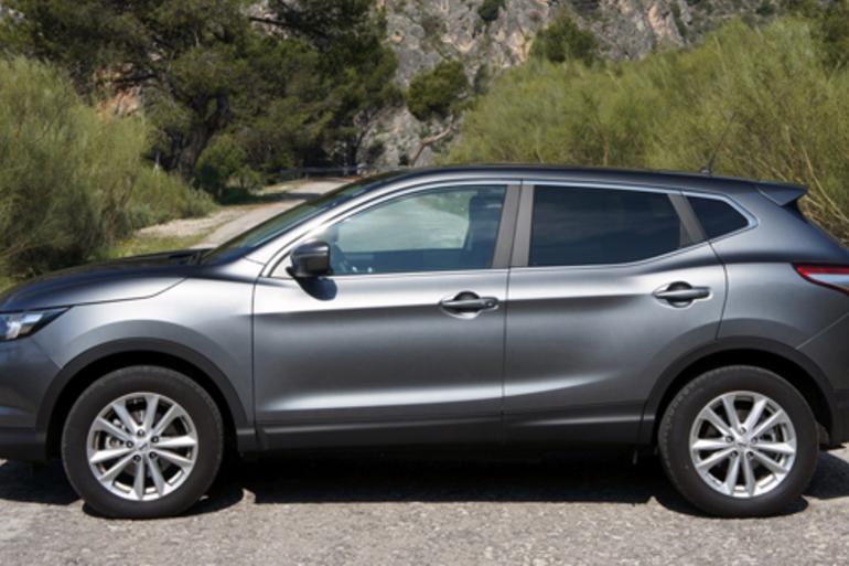 Alquiler barato de Nissan Qashqai 1.5dci Acenta 4x2 con equipamiento AUX/Reproductor MP3 cerca de 08023 Barcelona.