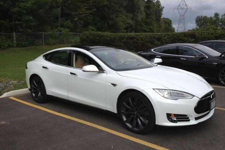 Billig billeje af Tesla model D med AUX/MP3 indgang nær 8700 Horsens.