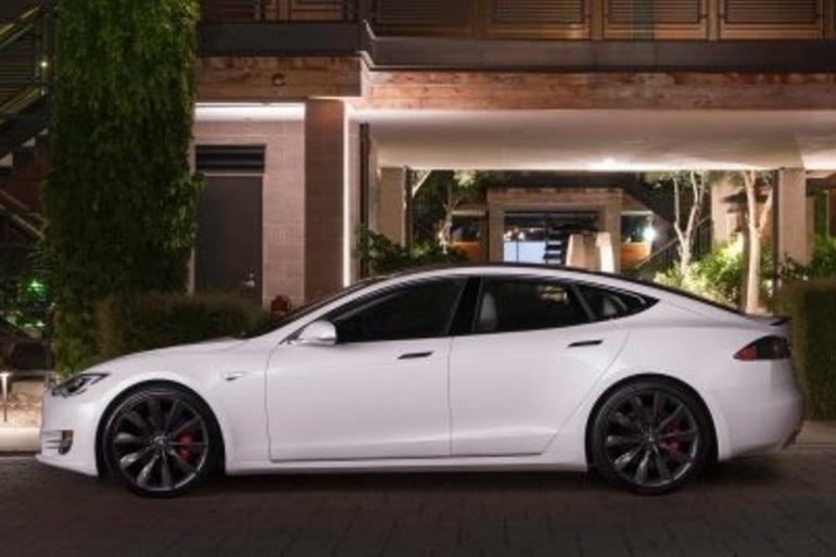 Billig billeje af Tesla model D med Bluetooth nær 8700 Horsens.