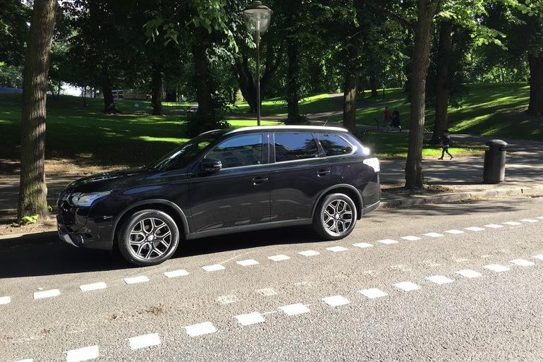Billig biluthyrning av Mitsubishi Outlander 2.2 AWD med AUX/MP3-ingång i närheten av 170 67 Solna.