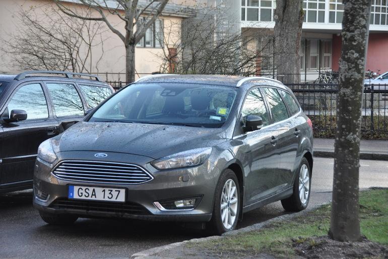 Billig biluthyrning av Ford Focus Titanium kombi med Isofix i närheten av 753 29 Uppsala.