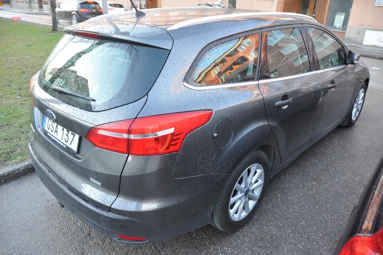 Billig biluthyrning av Ford Focus Titanium kombi med CD-spelare i närheten av 753 29 Uppsala.