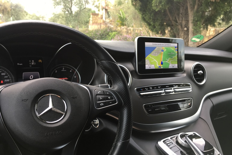 Alquiler barato de Mercedes V (638-639-447) 220 Cdi C 7g-Tronic con equipamiento Bluetooth cerca de 29601 Marbella.