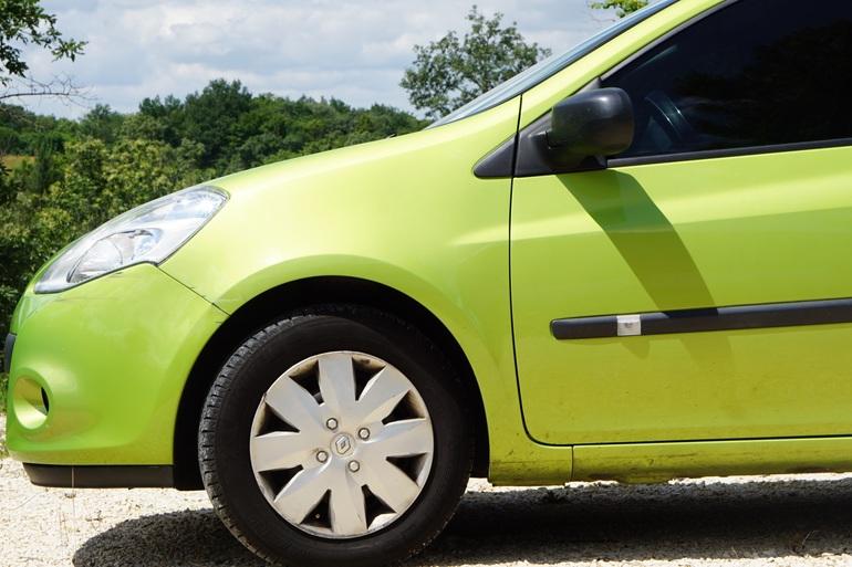 Location économique de voiture de Renault Clio avec Entrée AUX/MP3 proche de 31200 Toulouse.