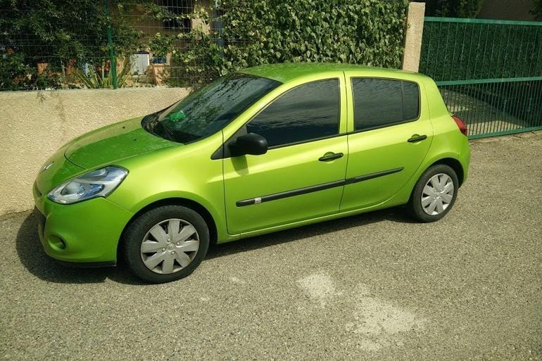 Location économique de voiture de Renault Clio avec Bluetooth proche de 31200 Toulouse.