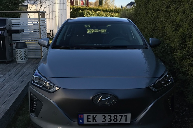Billig leie av Hyundai Ioniq med AUX/MP3-inngang nærheten av 1163 Oslo.