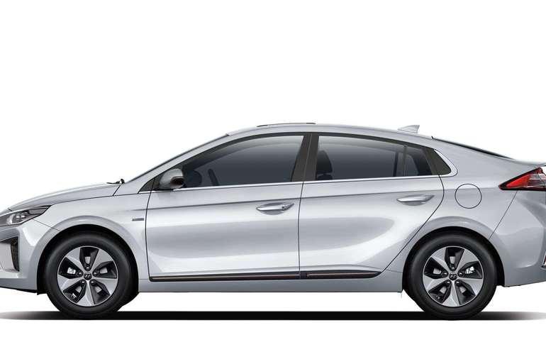 Billig leie av Hyundai Ioniq med Bluetooth nærheten av 1163 Oslo.