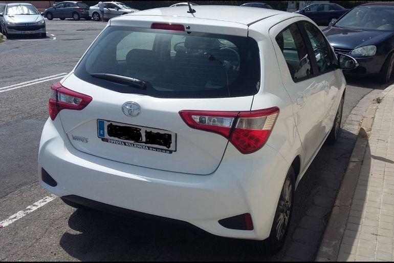 Alquiler barato de Toyota Yaris Active 1.0 Vvt-I cerca de 46022 València.