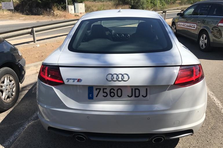 Alquiler barato de Audi Tt 2.0 Tdi S-Line Edition con equipamiento Bluetooth cerca de 46015 València.