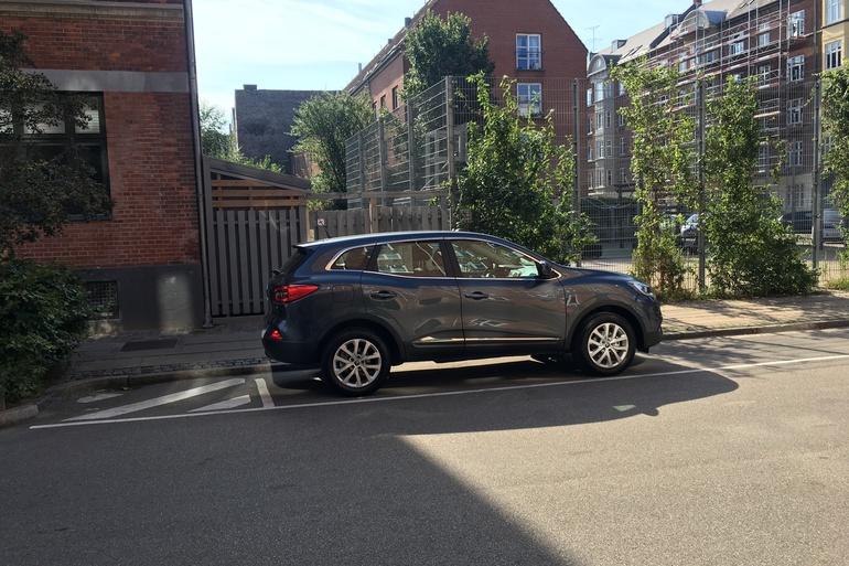 Billig billeje af Renault Kadjar med GPS nær 2200 København.