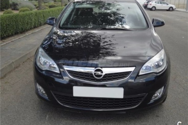 Alquiler barato de Opel Astra 1.7 Cdti 125 Selective con equipamiento Lector CD cerca de 28660 Boadilla del Monte.