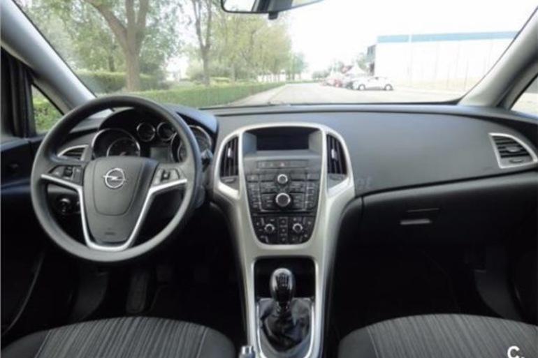Alquiler barato de Opel Astra 1.7 Cdti 125 Selective con equipamiento Control de velocidad cerca de 28660 Boadilla del Monte.