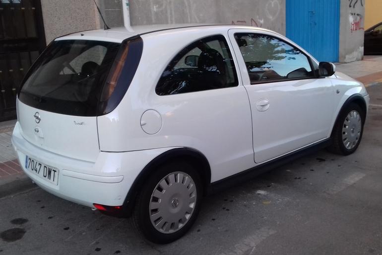 Alquiler barato de Opel Corsa 1.3 Cdti 75 Essentia con equipamiento Lector CD cerca de 28946 Fuenlabrada.