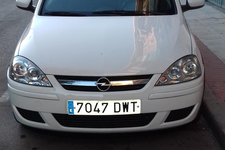 Alquiler barato de Opel Corsa 1.3 Cdti 75 Essentia con equipamiento Asiento bebé cerca de 28946 Fuenlabrada.