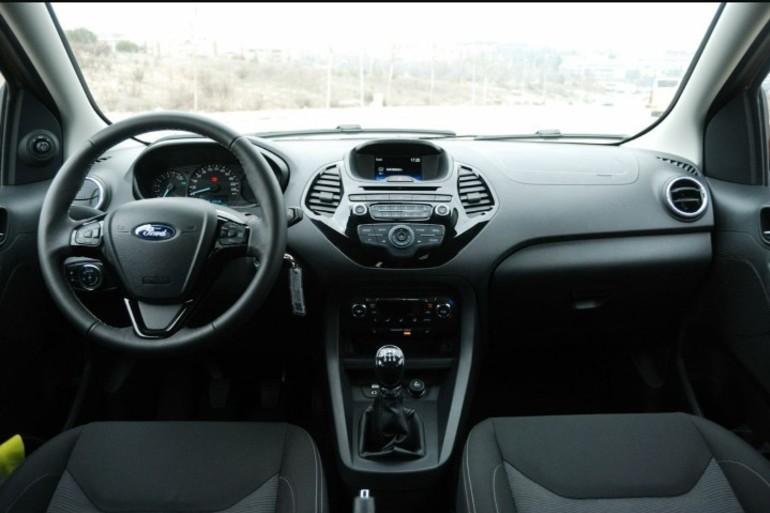 Alquiler barato de Ford Ka 1.2 Trend+ con equipamiento Bluetooth cerca de 28027 Madrid.