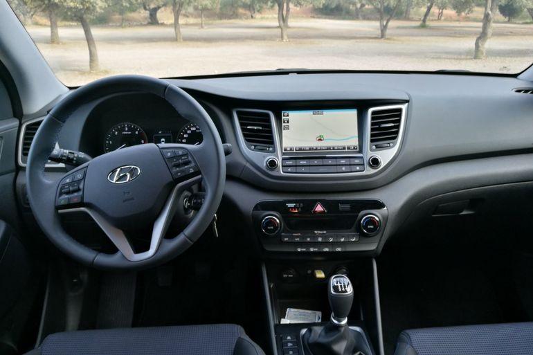 Alquiler barato de Hyundai Tucson 1.7crdi Bd Klass Nav 4x2 con equipamiento Fijaciones Isofix cerca de 46010 València.