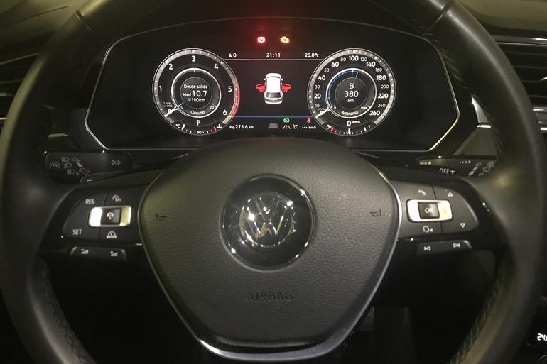 Alquiler barato de Volkswagen Tiguan 2.0 Tdi 184 R-Lin Bm 4m D con equipamiento AUX/Reproductor MP3 cerca de 28040 Madrid.