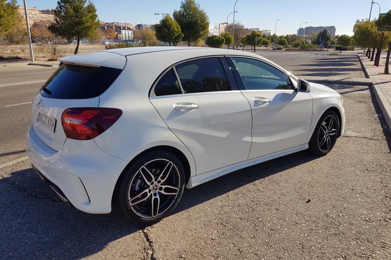 Alquiler barato de Mercedes A (176) 200 Cdi Be Amg Sport con equipamiento Bluetooth cerca de 28031 Madrid.