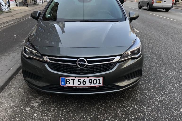 Billig billeje af Opel Astra 1,4 Turbo med Aircondition nær 2100 København.