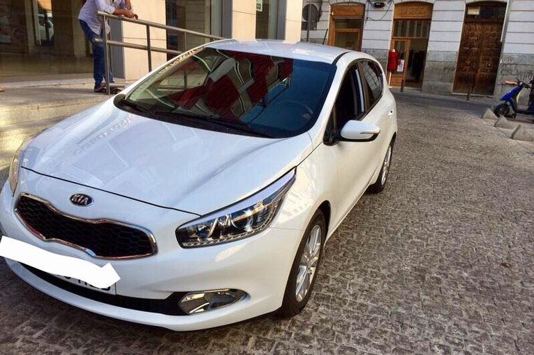 Alquiler barato de Kia Ceed 1.4 Cvvt 100 Maracana con equipamiento GPS cerca de 28012 Madrid.
