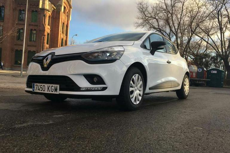 Alquiler barato de Renault Clio 1.2 cerca de 28014 Madrid.