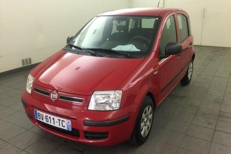 Location économique de voiture de Fiat Panda avec Siège enfant proche de 33800 Bordeaux.