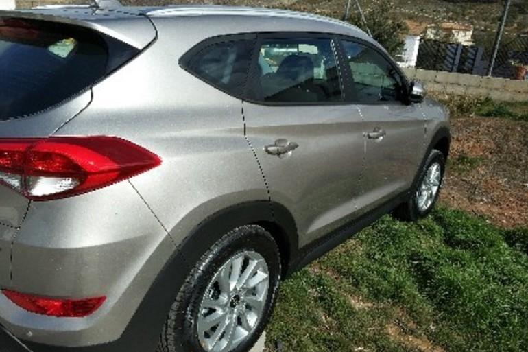 Alquiler barato de Hyundai Tucson 1.7crdi Bd Klass Nav 4x2 con equipamiento Portaequipajes cerca de 18014 Granada.