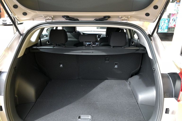 Alquiler barato de Hyundai Tucson 1.7crdi Bd Klass Nav 4x2 con equipamiento Aire acondicionado cerca de 28009 Madrid.