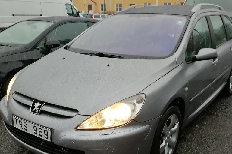 Billig biluthyrning av PEUGEOT 307 SW med GPS i närheten av 212 19 Malmö.
