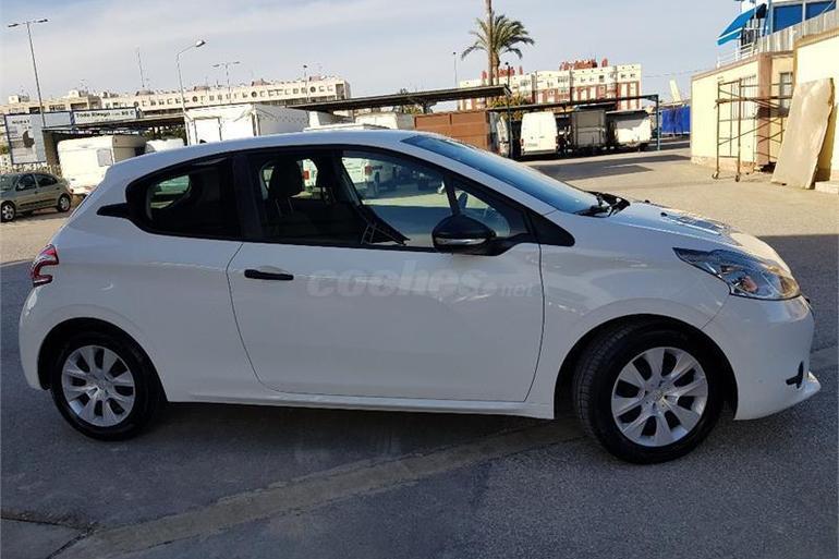 Alquiler barato de Peugeot 208 Access 1.4hdi con equipamiento AUX/Reproductor MP3 cerca de 03009 Alicante.