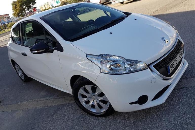 Alquiler barato de Peugeot 208 Access 1.4hdi con equipamiento Fijaciones Isofix cerca de 03009 Alicante.