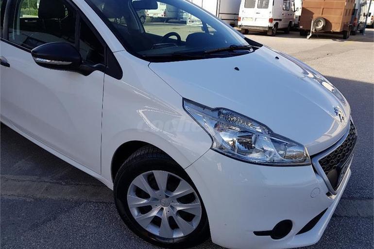 Alquiler barato de Peugeot 208 Access 1.4hdi con equipamiento Bluetooth cerca de 03009 Alicante.