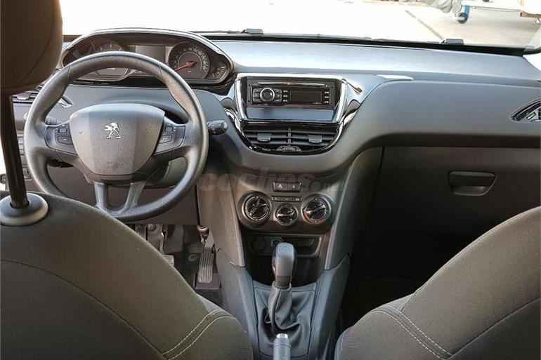 Alquiler barato de Peugeot 208 Access 1.4hdi con equipamiento Lector DVD cerca de 03009 Alicante.