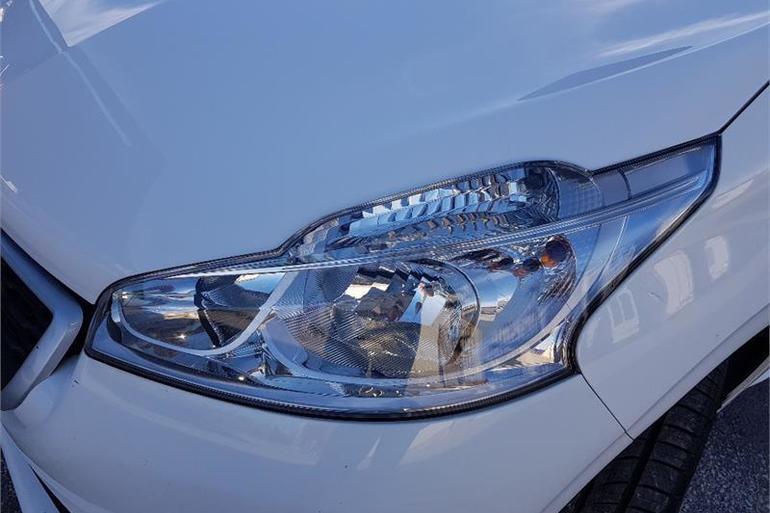 Alquiler barato de Peugeot 208 Access 1.4hdi con equipamiento Control de velocidad cerca de 03009 Alicante.