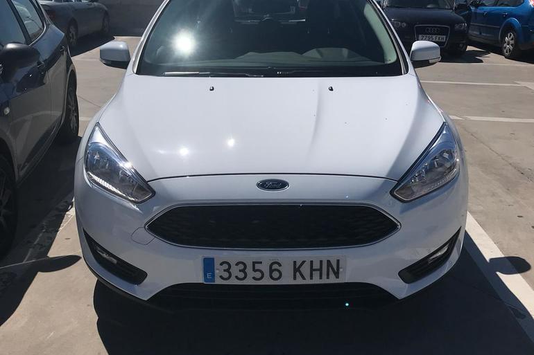 Alquiler barato de Ford Focus 1.5 Tdci 120 Trend+ con equipamiento AUX/Reproductor MP3 cerca de 30007 Murcia.