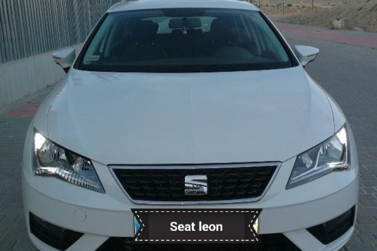 Alquiler barato de Seat Leon Reference 1.6 Tdi 90 con equipamiento Fijaciones Isofix cerca de 28012 Madrid.