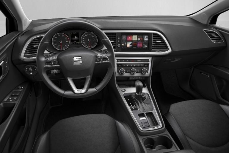 Alquiler barato de Seat Leon Reference 1.6 Tdi 90 con equipamiento Bluetooth cerca de 28012 Madrid.
