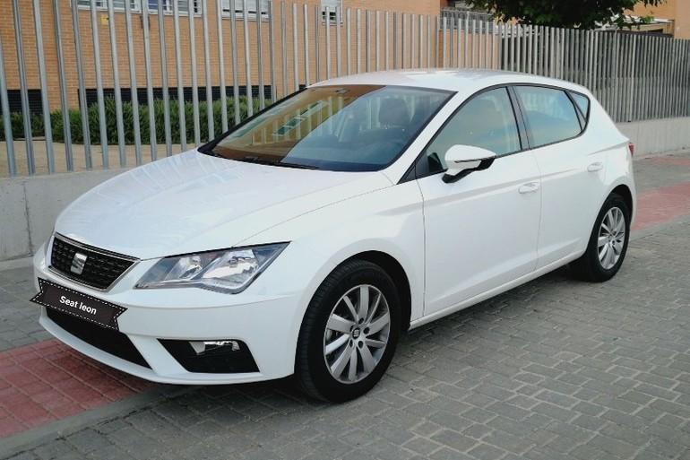 Alquiler barato de Seat Leon Reference 1.6 Tdi 90 con equipamiento AUX/Reproductor MP3 cerca de 28012 Madrid.
