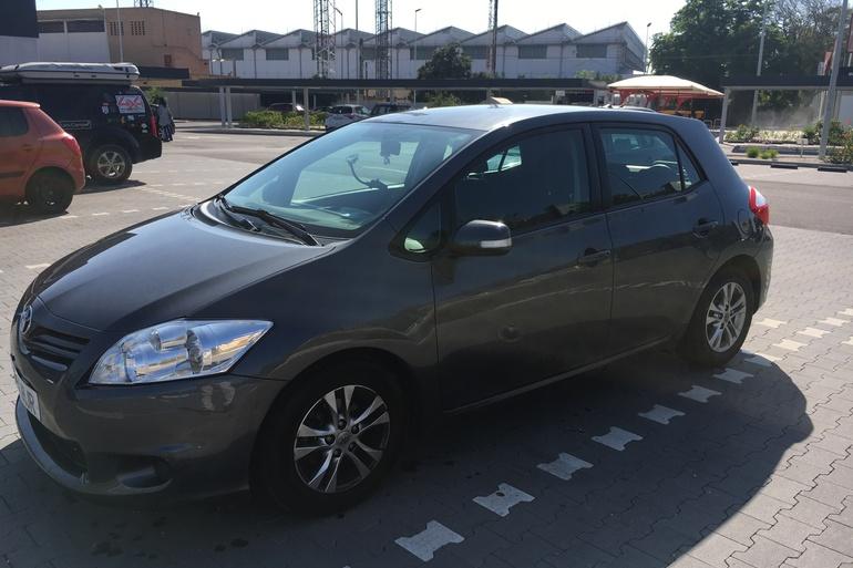 Alquiler barato de Toyota Auris Live 1.4 D-4d Eco cerca de 41013 Sevilla.
