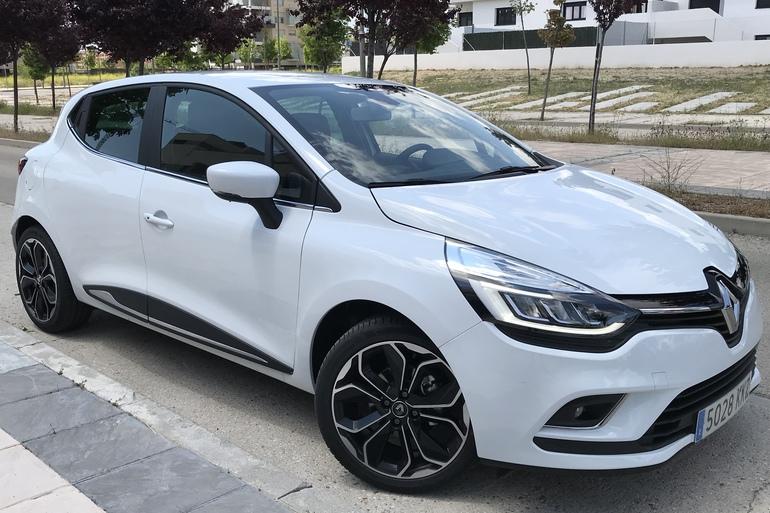 Alquiler barato de Renault Clio Limited 1.2 con equipamiento GPS cerca de 28012 Madrid.