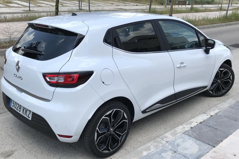 Alquiler barato de Renault Clio Limited 1.2 con equipamiento AUX/Reproductor MP3 cerca de 28012 Madrid.