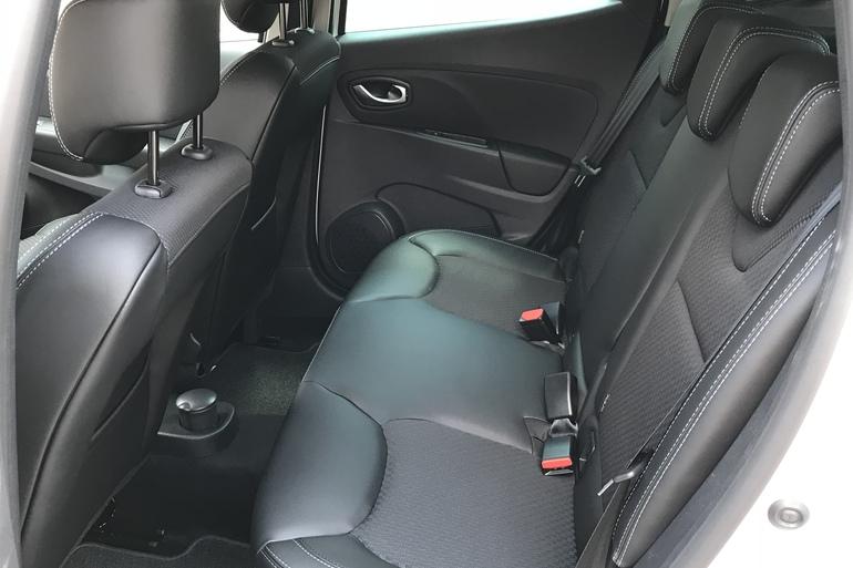 Alquiler barato de Renault Clio Limited 1.2 con equipamiento Asientos de cuero cerca de 28012 Madrid.