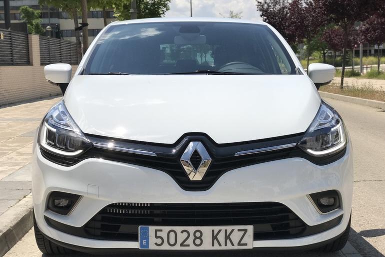 Alquiler barato de Renault Clio Limited 1.2 con equipamiento Control de velocidad cerca de 28012 Madrid.